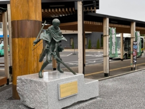「進撃の巨人」 「リヴァイ兵長」  JR日田駅前